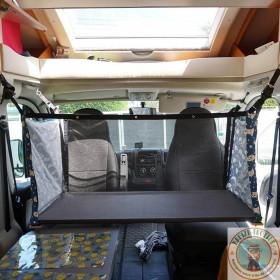 lit bébé dans un camping-car